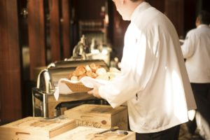 How the Presentation and Cleanliness of Your Employees Shapes the Reputation of Your Restaurant